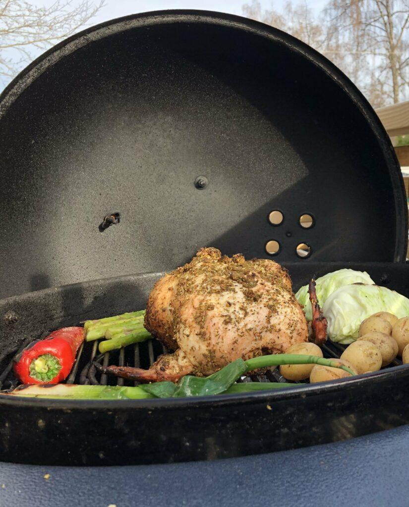Recept på Hel grillad kyckling med färska örter