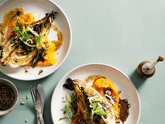 Recept på Rostad spetskål, morotspuré, solrosfrön och salvia