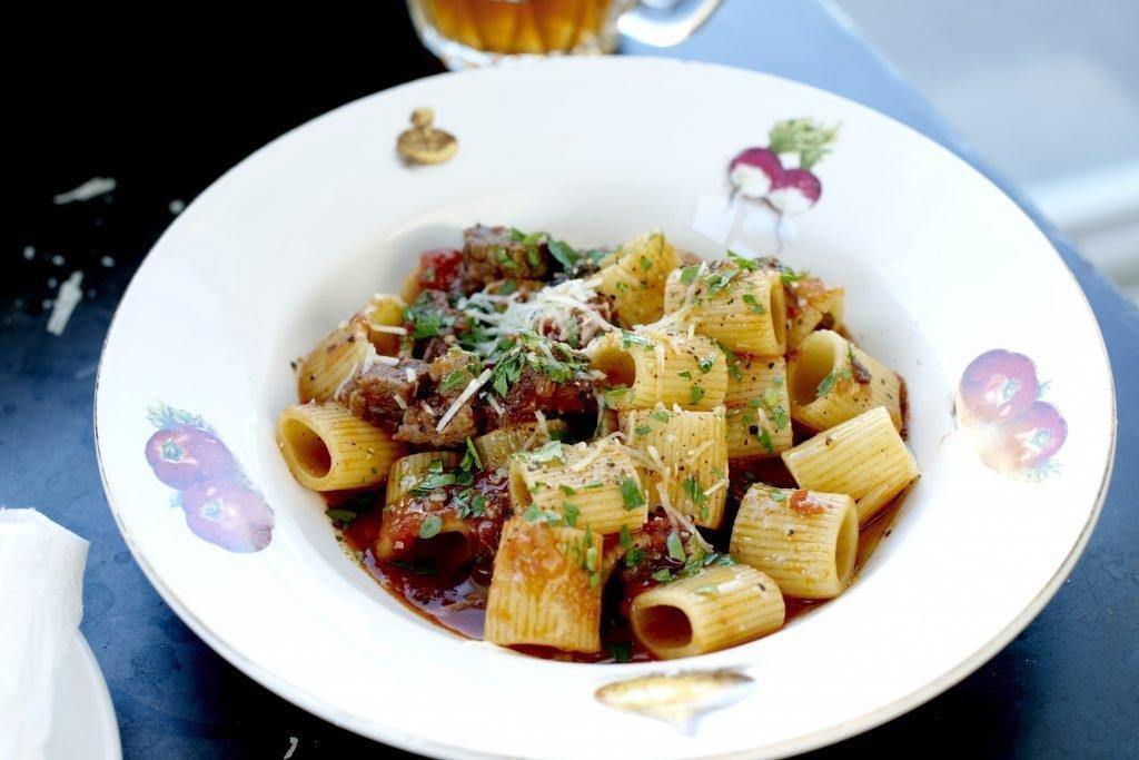 Pasta Mezze Maniche med bolognese av högrev