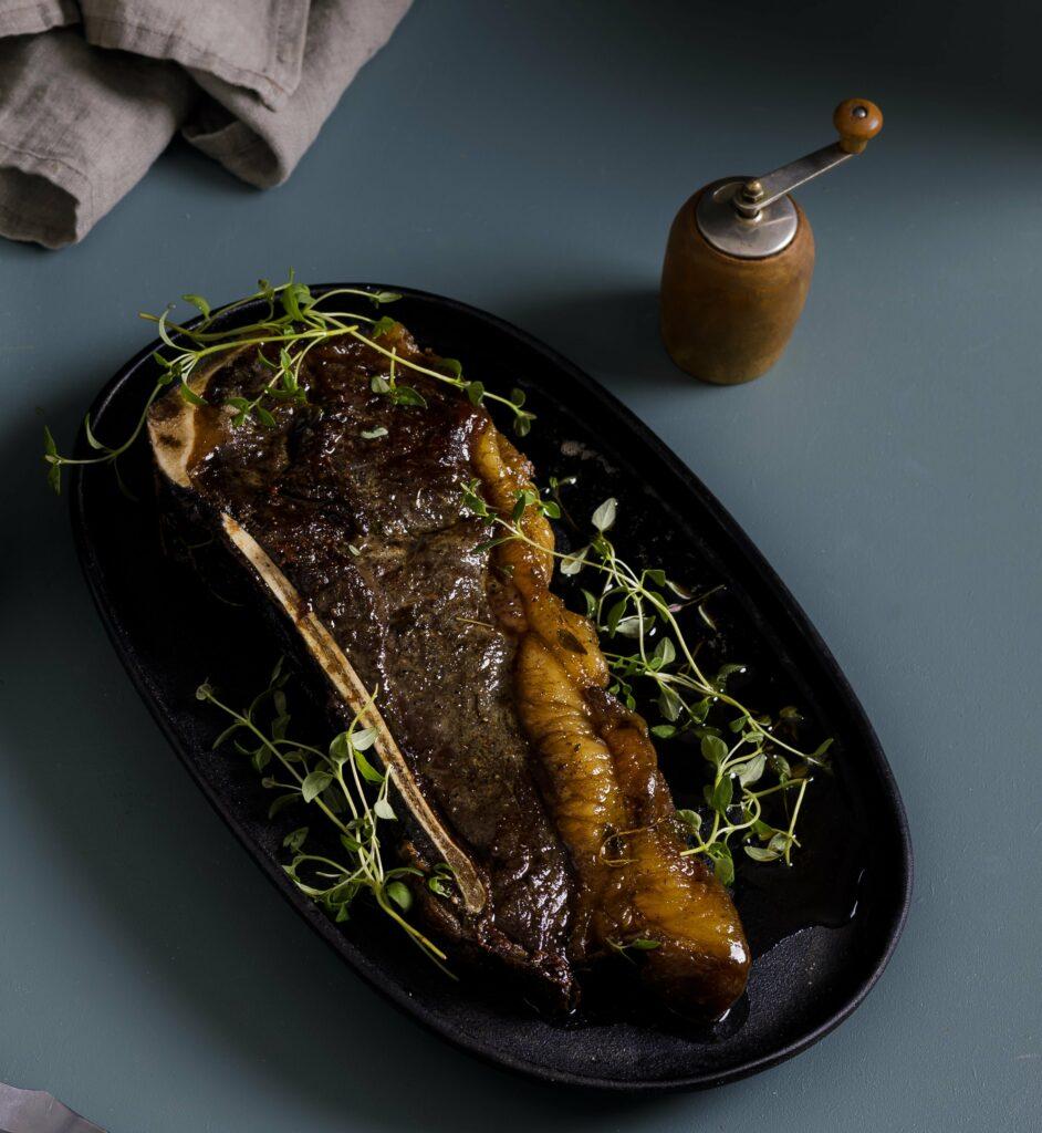 Recept på Club steak med sparrisbroccoli och cannellinipuré