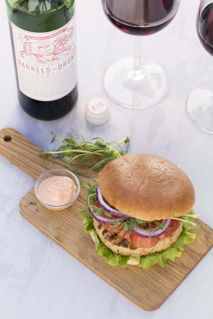 Barrels and Drums non alcoholic Merlot, Chicken burgers with sriracha mayonnaise
